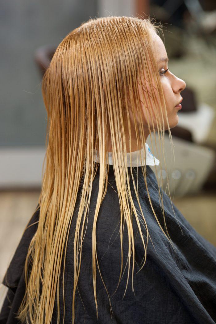 美容室  美容師  髪が濡れたまま放置