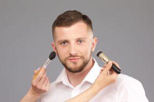 男性美容師は化粧をしてる?