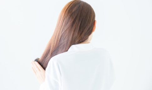 髪の量は多い方と少ない方、どっちが良いか