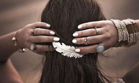 美容師が仕事中に指輪