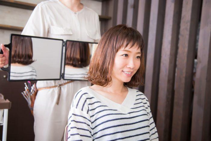 お客さんの髪型にしたい美容師